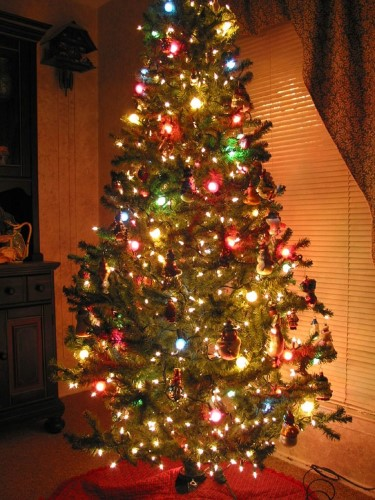 amazing-christmas-tree-decoration-2011-indoor-view